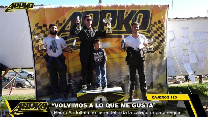 Los integrantes del podio de Cajeros 125cc. en la tercera fecha disputada en Tandil. | Foto Imagen de video