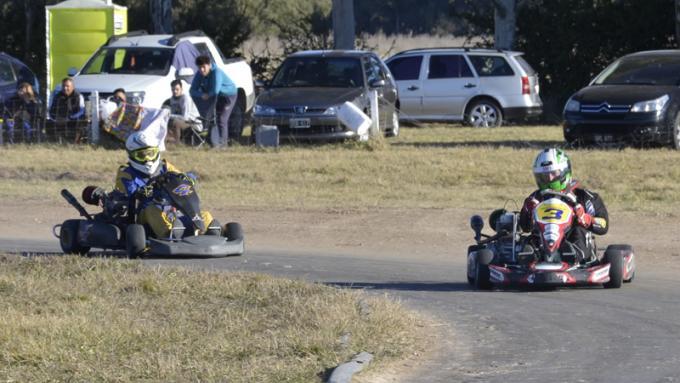El Nº 3 bien grande para indicar que viene Sebastián Chapar a toda velocidad a ganar por primera vez.