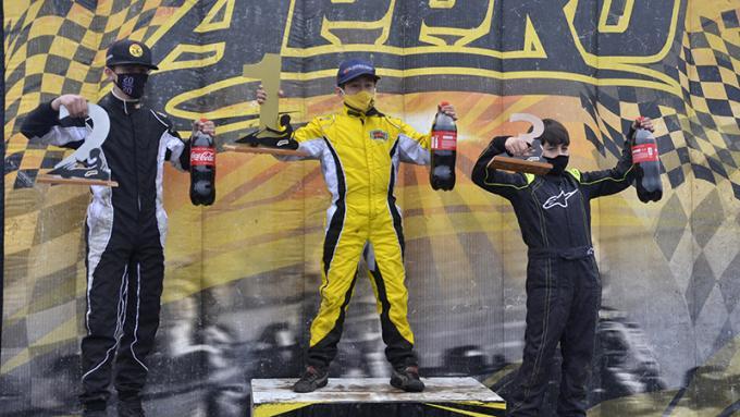 Fornes, Oliver y Robbiani celebraron su labor en el podio. | Fotos Javier Torres